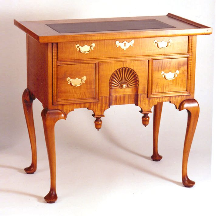 Early American Furniture Characteristics: Lowboy, Colonial Kitchen, Traditional