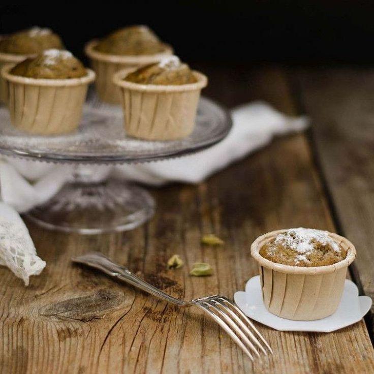 """Sono vegani e piccini, per una dolce seconda colazione  ricetta suwww.ifood.it  cerca: """"Mini muffin vegani alla banana""""  #ifoodit #ifoodrecipe"""