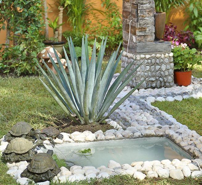 Cómo Crear Un Tortuguero En Tu Jardín The Home Depot Blog Estanques De Jardín Estanques Para Tortugas Estanque De Patos