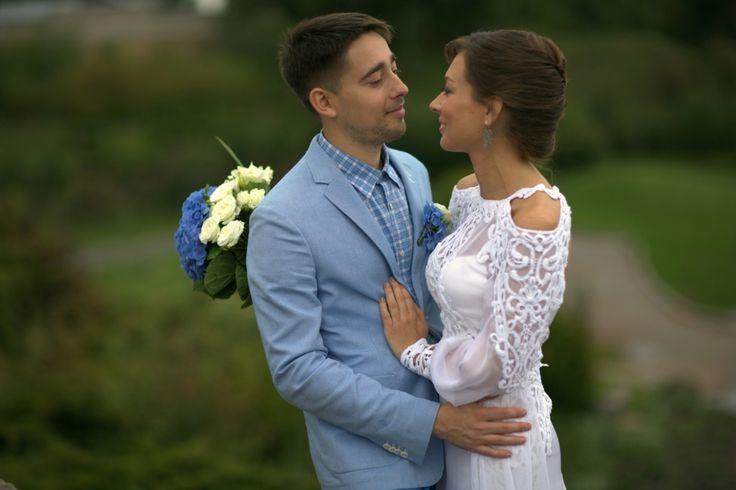 More dresses on www.apilat.com.ua #wedding #dress #платье #шелковое #свадьба #нежное #открытая спина #sleeves #backless #openback #romantic #Unique #Long #Delicate #Beautiful #Designer