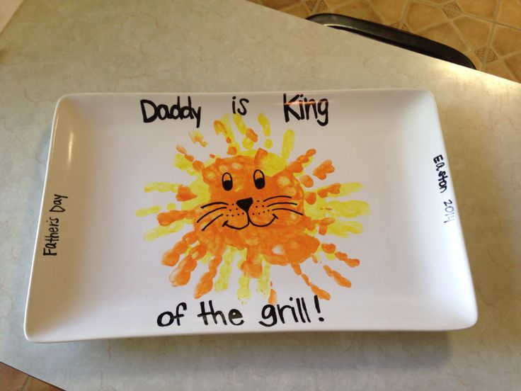 Part of Easton's Father's Day present - Daddy is King of the Grill. Lion handprint craft - Father's Day craft