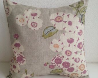 Artículos similares a Throw Pillow Cover, Decorative Pillow Cover, Cream Pillow Cover, Linen Pillow Case, Pillow Accent, Green Leaves Embroidery, Cushion Cover en Etsy