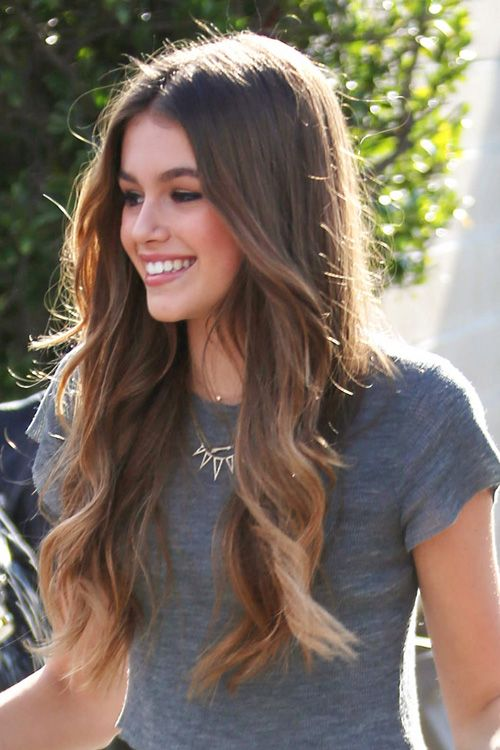 Kaia Gerber Wavy Medium Brown Loose Waves, Ombré Hairstyle | Loose waves hair, Medium hair styles, Hairstyle
