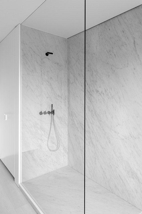 Einbauschrank und Dusche kombiniert