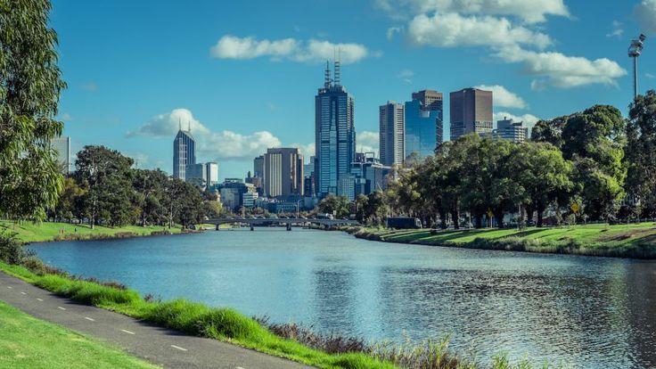 Pedestrian and bike path along Yarra River, Melbourne, Australia