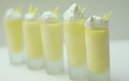 Mousse facile al limone - La mousse facile al limone è una ricetta di dessert da preparare come dolce digestivo e fresco. E' a base di limoni, uova, zucchero e  un tocco di farina.