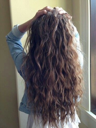 Wish I had naturally wavy hair like this!  http://coffeespoonslytherin.tumblr.com/post/157339427722/ombre-hair-color-trends-for-short-hair-short