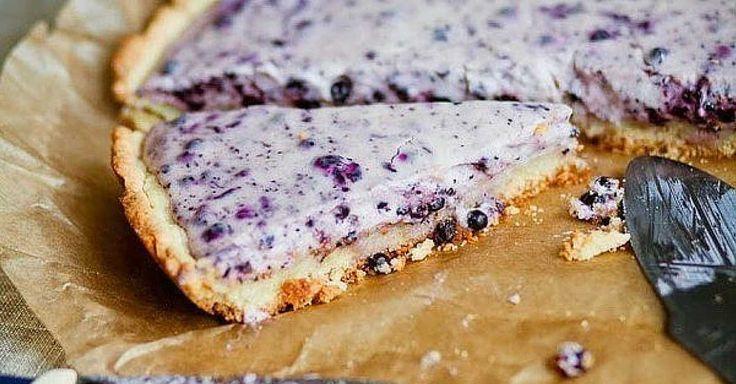 Křehký borůvkový koláč, který chutná jako cheesecake