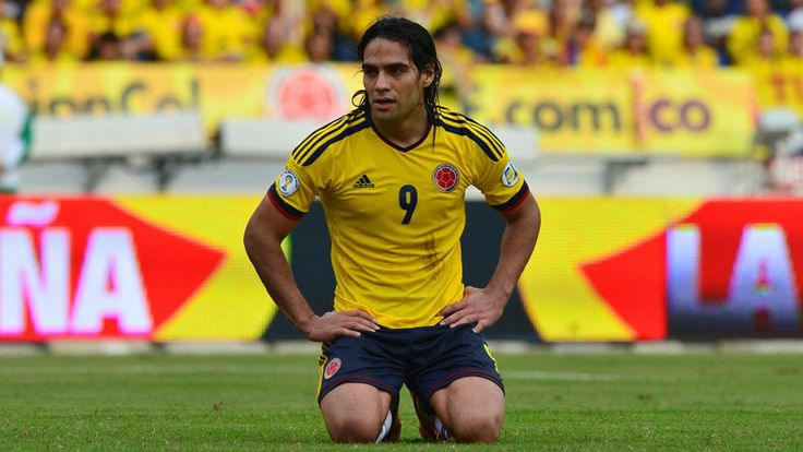 Colombia's forward Radamel Falcao Garcia kneels on the ground during their Brazil 2014 FIFA World Cup South American qualifier match against Chile, in Barranquilla, Colombia, on October 11, 2013. AFP PHOTO / LUIS ACOSTA