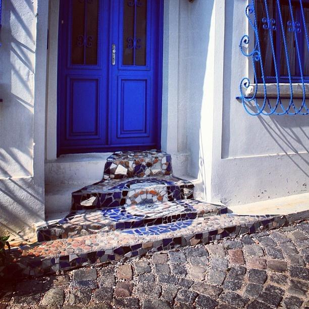 #gaudi #dali #mixture #tiles #evilseye #nazar #boncuk #bozcaada #blue #seramik #canakkale #turkiye #turkey #igersturkey #igersistanbul by GTFotograf, via Flickr