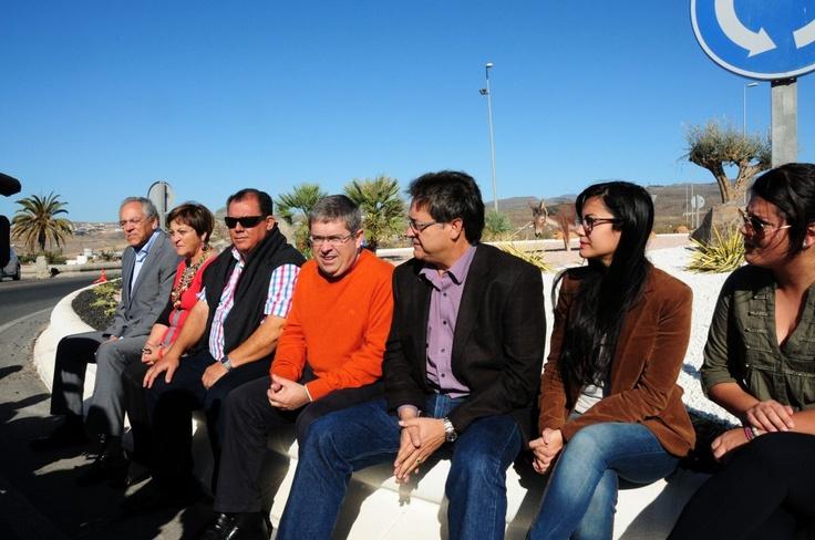 El Ayuntamiento inaugura una de las pocas rotondas pendientes de ajardinar    - http://gd.is/S7wntv