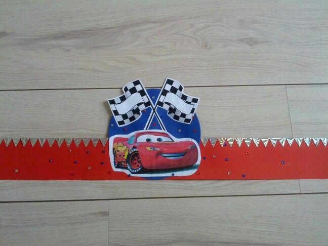 Hoedenstrook versierd met thema Cars. Moet nog rond geniet worden en voorzien van bogen etc. Gebruik gemaakt van mijn 'Big shot' voor de vormen.