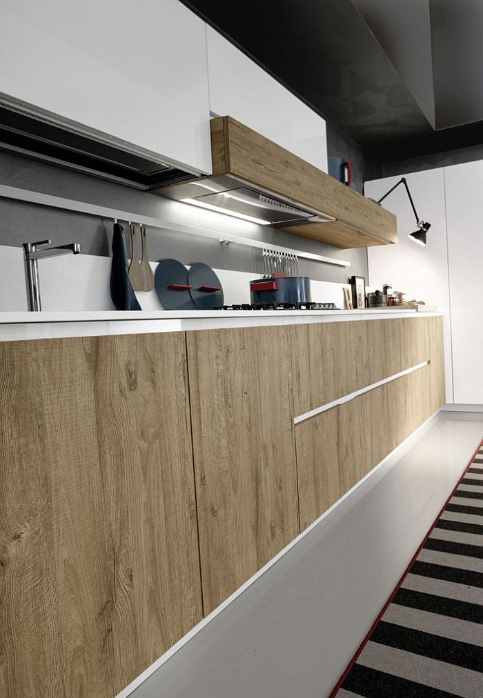 Natural wooden sufaces combined with glossy hues in the Magika kitchen
