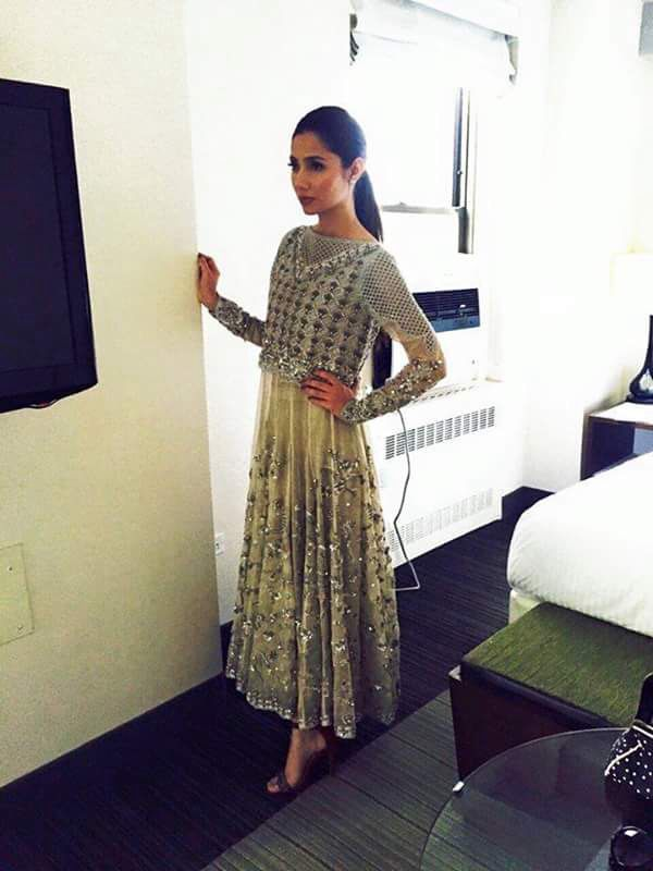 Mahira Khan set for Bin Roye's premiere