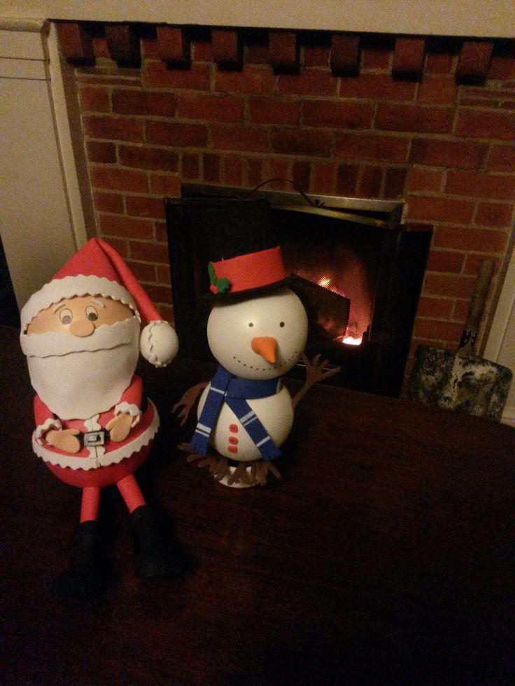 Una muestra de los fofuchos que fueron creados para la exposición, un Papá Noel y un muñeco de nieve. Ambos hechos en su totalidad con foam.