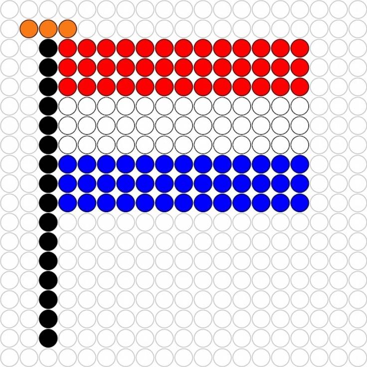Dit patroontje van de vlag kan ook goed voor strijkkralen gebruikt worden. Lijm aan de achterkant een speldje en je hebt een leuke broche!