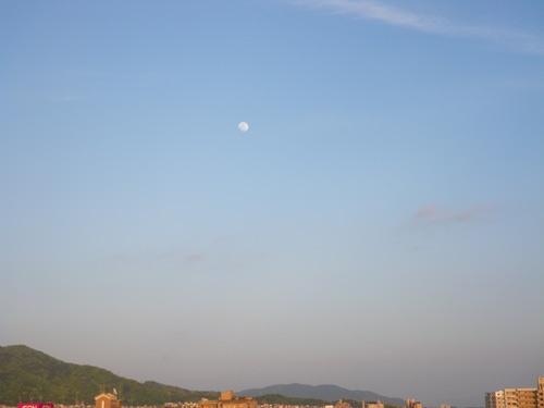 Daylight moon2