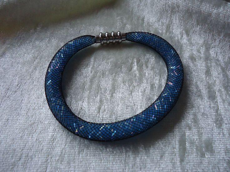 BRACELET CRINOLINE NOIR ET BUGLES BLEU : Bracelet par les-perles-de-grace