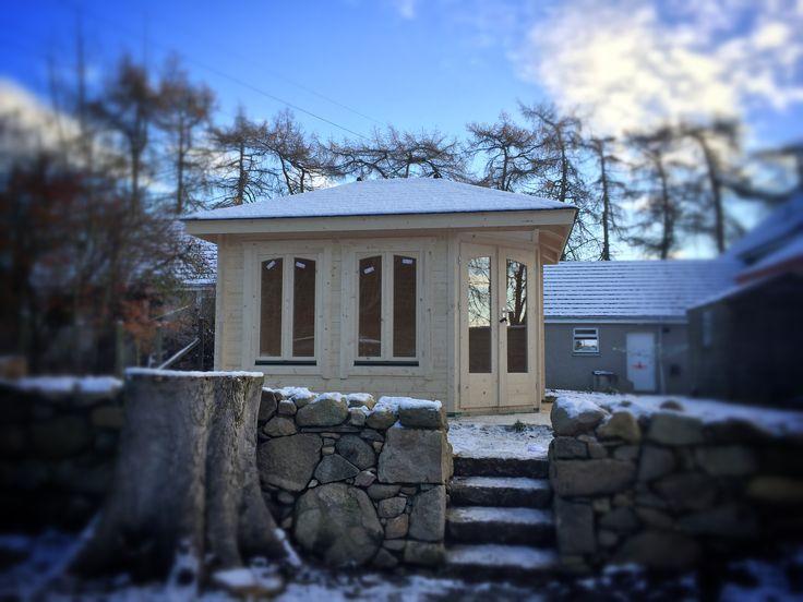 2.5m x 3.5m Panta corner log cabin in 45mm wall