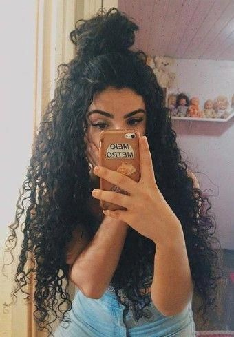 24 Pretty and Cute, Long and Curly Hair Ideas For Women #naturalcurlyhair