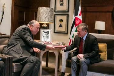 8 February 2017 His Majesty King Abdullah II meets with Egyptian Foreign Minister Sameh Shoukry who delivers a letter from President Abdel Fattah Al Sisi