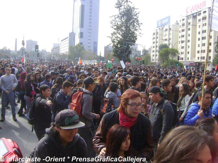 .: L'anarchiste-Orient :.: Santiago de Chile: Más de 100 mil corazones contra la corrupción