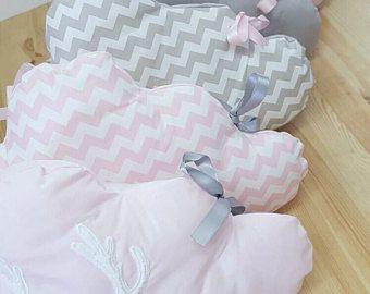 Cloud's baby crib bumper scandinavian's inspired / Pink and gray baby crib bumper / Crib bumper for bed in 60 x 120 cm. Baby girl bedding.