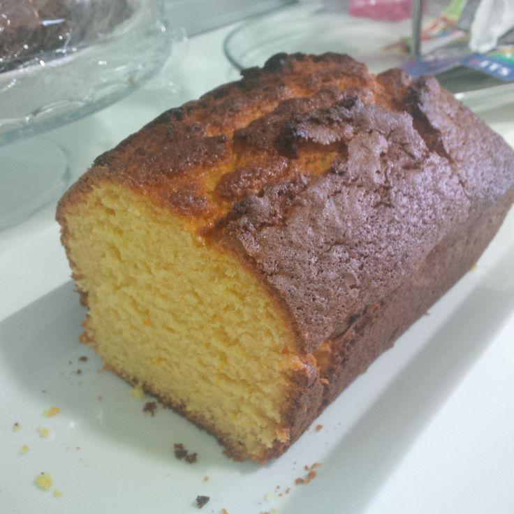 Sponge orange cake. Very aromatic, spongy and fresh..mmmmm Bizcocho de naranja. Muy aromático, esponjoso, ideal para desayunos y meriendas.
