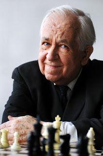Reino de Caíssa: Hou Yifan ofusca Carlsen