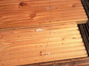 Holz zusammen suchen und schon mal auslegen