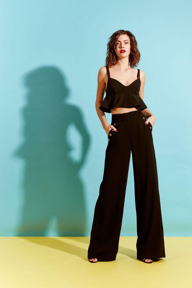 📣📢 ¿Te gusta vestir a la #moda? Te encantará entonces este bonito #top #negro de #Almagores. ¡¡Disponible en #MaribelFernández!!