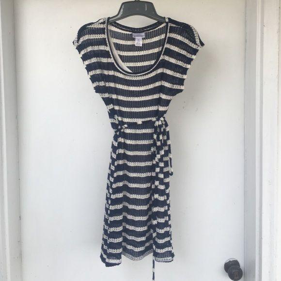 Navy blue and white maternity dress size small Navy blue and white striped maternity dress size small Motherhood Maternity Dresses Midi