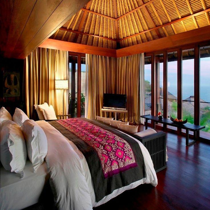 オリエンタルな雰囲気のベッドルーム