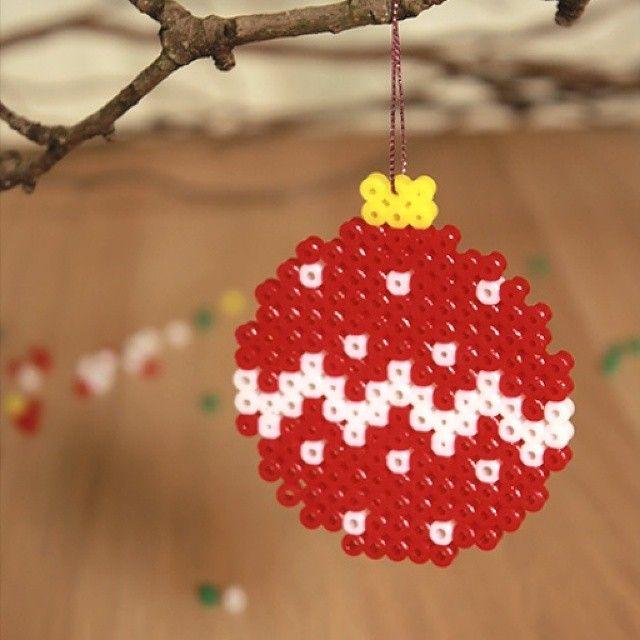 Christmas bauble hama beads by Papelisimo