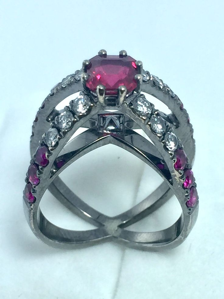 EN SUBASTA!! IN AUCTION!! Anillo vintage con rubi central de , con diamantes y rubies