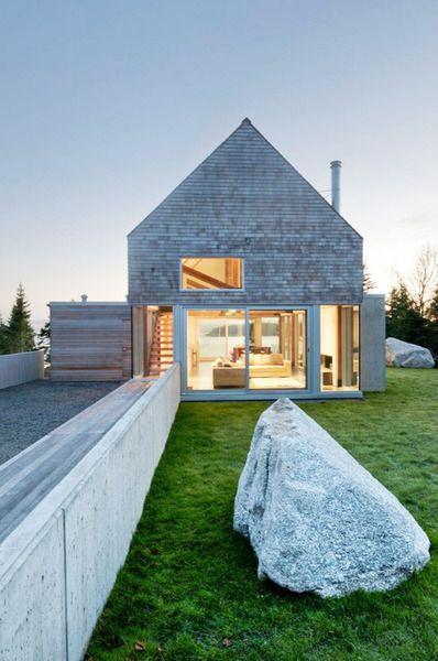 Modern farmhouse - MacKay-Lyons Sweetapple Architects