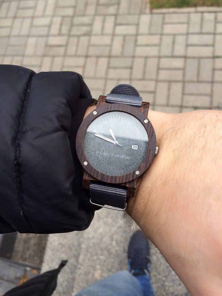 Drewniay zegarek serii Raw Heban z kamienną tarczą. Unikatowy i jedyny w swoim rodzaju. Dwóch identycznych nie znajdziesz!