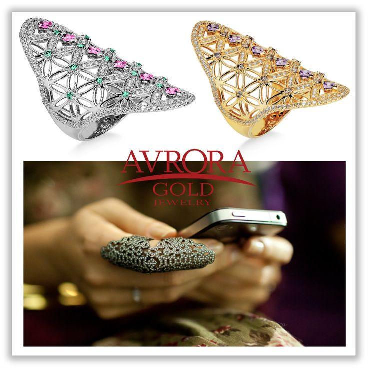 С чем и как носить кольца на фаланги пальцев? ✨   Сейчас оригинальности модных идей остается только удивляться – кольца-кастеты, кольца-цепочки, кольца-пружины, силиконовые и металлические, широкие и тонкие, как проволочки, словом, выбирай — что душе угодно! На любой вкус и кошелек – скромные лаконичные или богато декорированные кольца на на две фаланги изящно сверкают со страниц журналов, модных блогов и рук знаменитостей. #AvoraGold #Jewelry #gold #girls #ring #fashion #кольцо