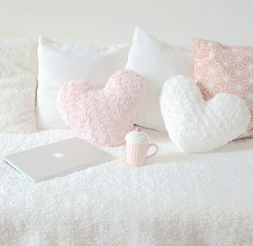 The heart pillows are from Primark (I have the white one)