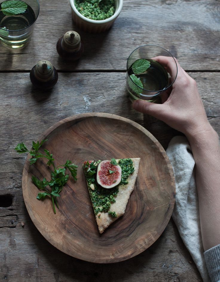 Vegan fig and kale pesto pizza and thoughts on food photography The Little Plantation Blog