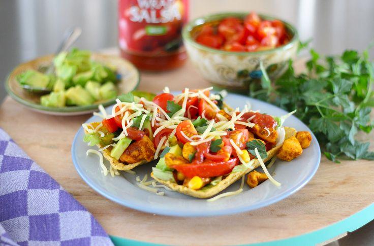 Weer eens wat anders dan normale taco's. Vul de taco tubs met fajita kip, spinazie en avocado. Heerlijk voor het hele gezin.