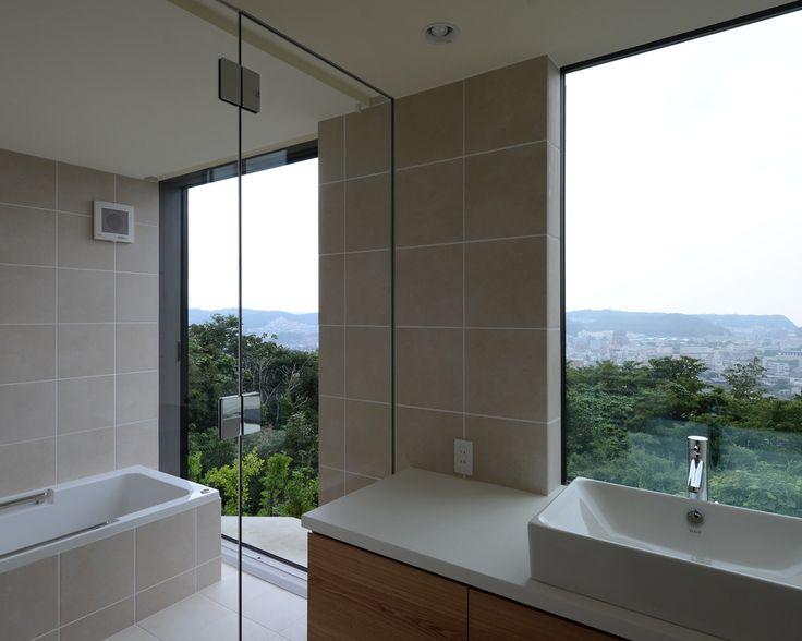 洗面・浴室からも遮るもののない眺望が得られる