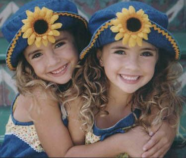 6 year old identical twins Sydney and Sara (left to right
