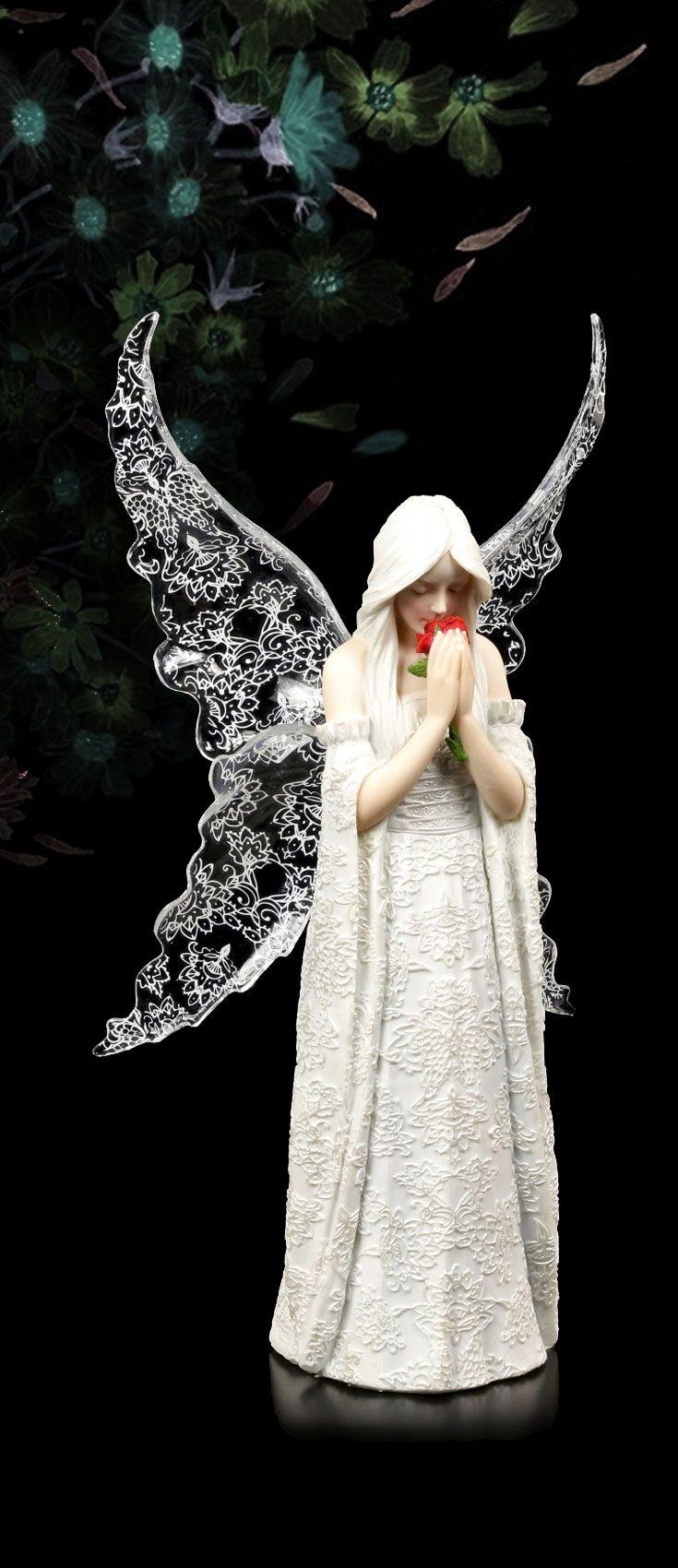 """Nur die Liebe bleibt - """"Only Love remains"""" - heißt dieses filigrane Wesen aus der Feder der Künstlerin Anne Stokes. Der zierliche #Gothic Engel ist nicht nur ein Seelentröster, er ermahnt uns auch, jeden Tag auf Erden voll auszukosten, denn das Leben ist kurz... #annestokes #figuren"""