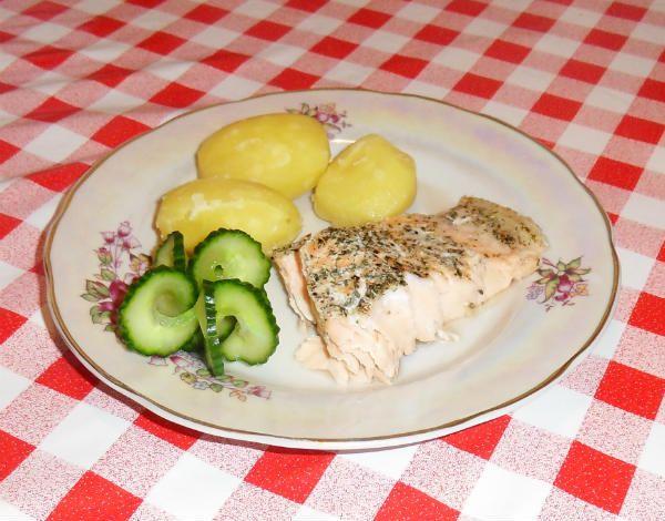 Форель или лосось в фольге - готовится очень быстро и просто. Мягкая, сочная, полезная и диетическая красная рыба в собственном соку, которая всегда удастся и доставит удовольствие всем любителям рыбы.
