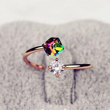 Купить товарLZ 2016 Новая Мода Ювелирные Изделия Сапфир Роскошный Дизайн Роуз Позолоченные Лук Циркон Кольца Для Женщин R7 в категории Кольцана AliExpress.                                  это специально разработанные кольцо, в разных направлениях, циркон преломля
