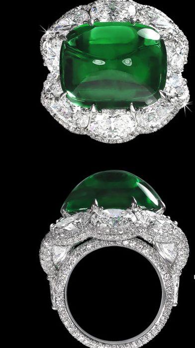 Platinum emerald diamonds ring