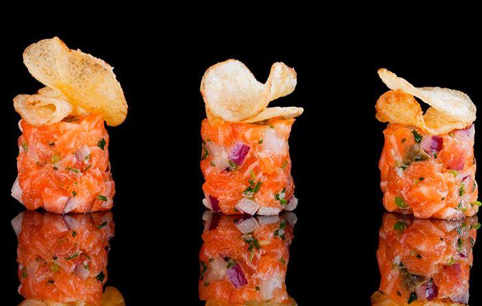Laksetartar med potetchips - SALMA