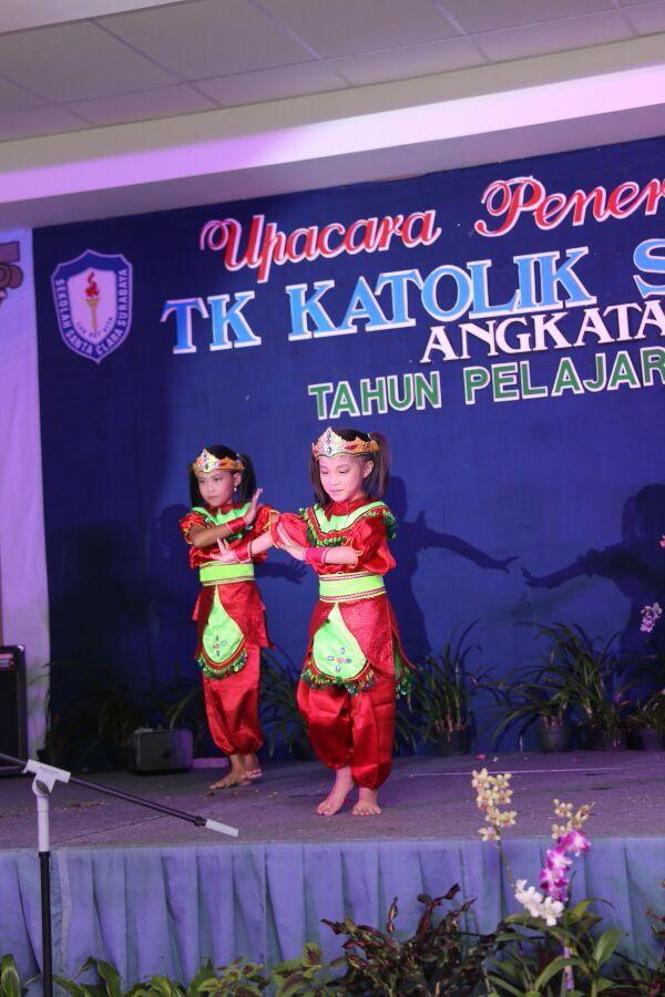Dongklak dance (indonesian traditional dance)