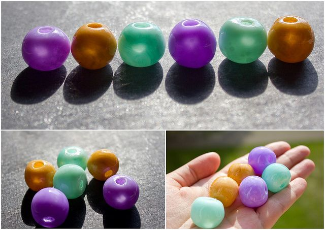 hollow bead - use paper tissues for the base - make a tight paper ball , then cover with clay, make holes and bake. After baking soak the beads in water and remove the paper using a skewer or a needle, or a crochet hook.  #polymer #clay #tutorial